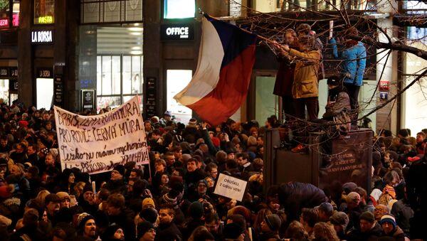 Protest proti poslanci Zdeňku Ondráčkovi v Praze - Sputnik Česká republika
