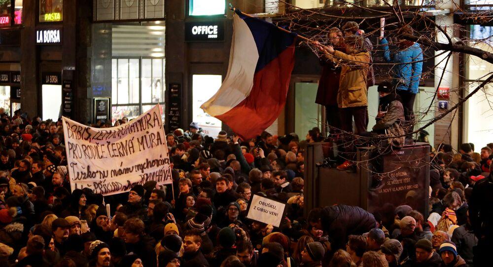 Archivní foto: protest proti poslanci Zdeňku Ondráčkovi v Praze