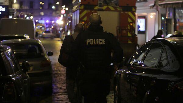 Dva migranti se šavlí a mačetou skalpovali návštěvníka restaurace v Paříži - Sputnik Česká republika