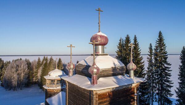 Věžičky pravoslavného chrámu v Karélii - Sputnik Česká republika