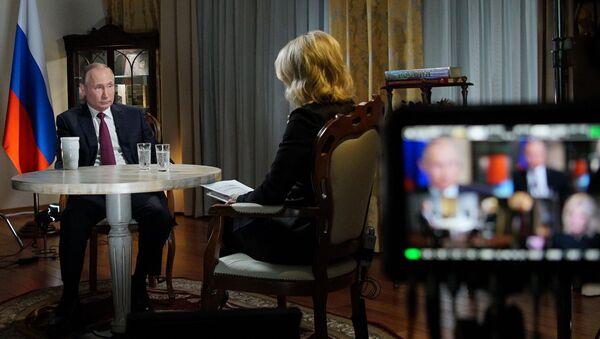 Ruský prezident Vladimir Putina a americká novinářka Megyn Kellyová - Sputnik Česká republika