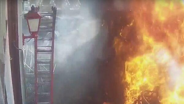 """""""Ohnivý záblesk"""" vyšlehl z asfaltu v Amsterdamu (VIDEO) - Sputnik Česká republika"""