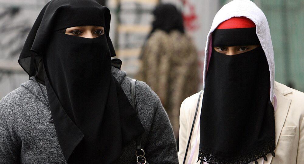 Dívky s hidžábem v Londýně