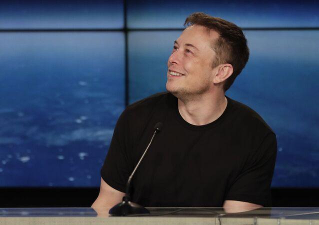 Elon Musk na tiskové konferenci