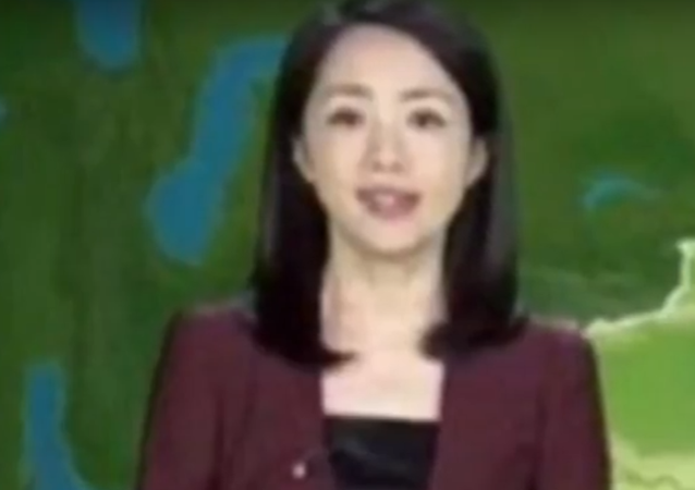 """""""Nestárnoucí bohyně"""": Číňanka už 22 let hlásí předpověď počasí a za tu dobu se vůbec nezměnila"""
