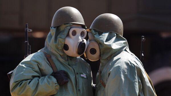 Vojáci v ochranných oblecích - Sputnik Česká republika