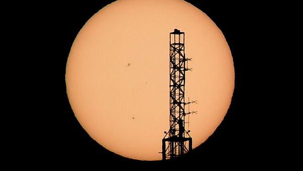 Věž na pozadí Merkuru - Sputnik Česká republika