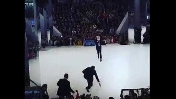 Lavrov padl na kolena - Sputnik Česká republika
