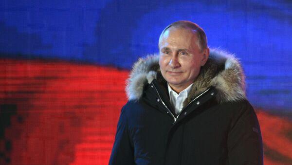 Ruský prezident Vladimir Putin na koncertě věnovaném sjednocení Krymu s Ruskem - Sputnik Česká republika