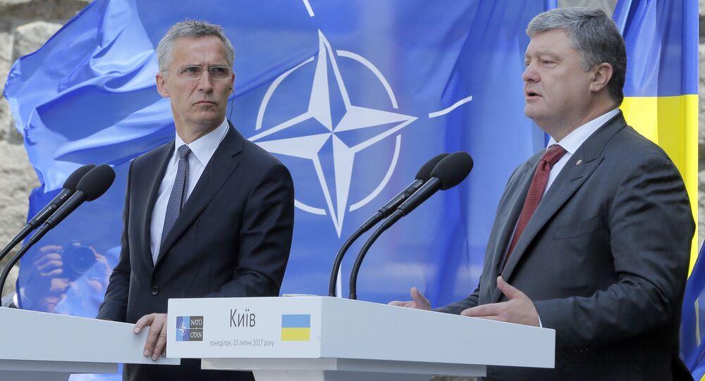 Tajemník Jens Stoltenberg a ukrajinský prezident Petro Porošenko