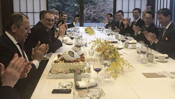 Ruský ministr zahraničí Sergej Lavrov a jeho japonský protějšek Taró Konó - Sputnik Česká republika