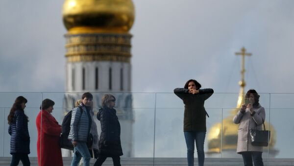 Návštěvníci parku Zarjaďje v Moskvě - Sputnik Česká republika