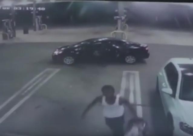 Pachatel našel uvnitř ukradeného auta kojence. A náhle se v něm probudilo svědomí