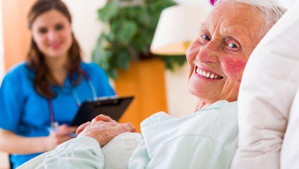Seniorka v nemocnici. Ilustrační foto - Sputnik Česká republika