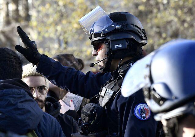 Francie. Policisté. Ilustrační foto