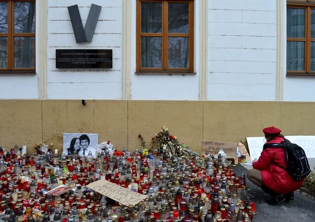 Lidé uctívají památku Jána Kuciaka a jeho snoubenky