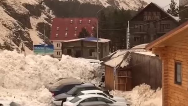 Pád laviny v Elbruském regionu - Sputnik Česká republika
