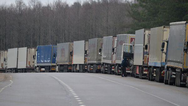 Auta na hranici Běloruska s Litvy. Ilustrační foto - Sputnik Česká republika