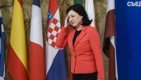 Eurokomisařka pro spravedlnost, ochranu spotřebitelů a otázky rovnosti pohlaví Věra Jourová - Sputnik Česká republika