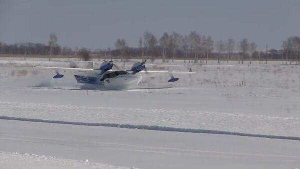 Zasunout podvozek: Unikátní přistání ruského obojživelníka na sníh ukázali na videu - Sputnik Česká republika