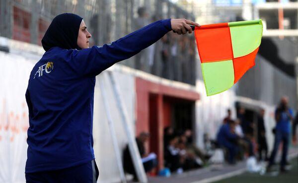 Krása a talent. Jediná fotbalová rozhodčí na západním břehu Jordánu - Sputnik Česká republika