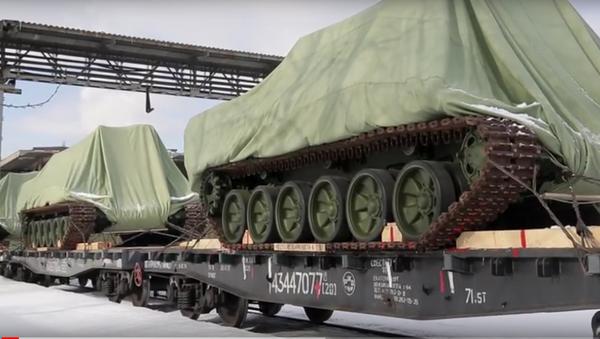 Uralvagonzavod ukázal nakládání prvních terminátorů pro ruskou armádu - Sputnik Česká republika