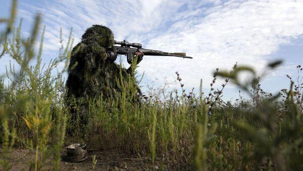 Ukrajinský odstřelovač v Luhanské oblasti. Ilustrační foto - Sputnik Česká republika