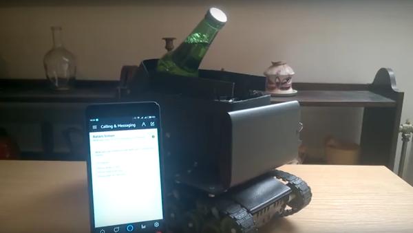 Vývojář z Maďarska postavil tank s hlasovým ovládáním na dodání piva - Sputnik Česká republika