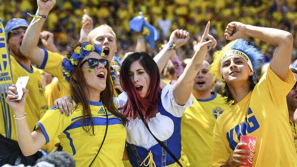 Švédští fanoušci při zápase Itálie-Švédsko na ME 2016 - Sputnik Česká republika