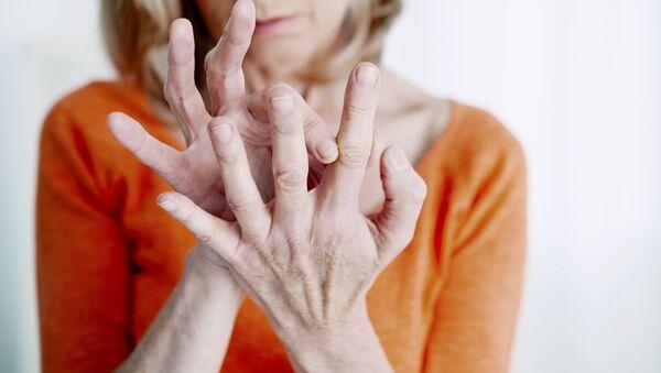 Руки пожилой женщины - Sputnik Česká republika