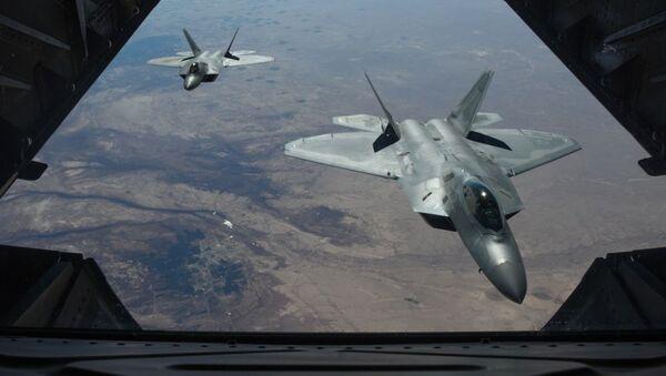 Americké F-22 Raptor nad územím Sýrie - Sputnik Česká republika