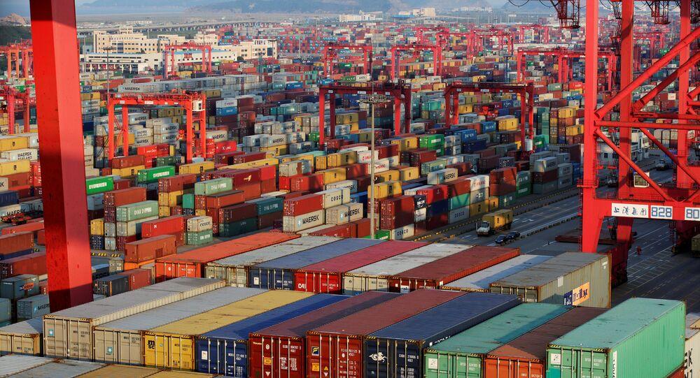 Mořský nákladový přístav v Číně
