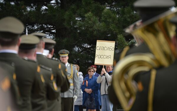 Místní obyvatelé děkují Červené armádě - Sputnik Česká republika