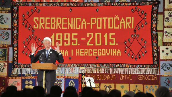 Bill Clinton v Srebrenici - Sputnik Česká republika