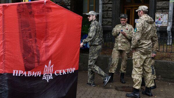 Aktivisté Pravého sektoru u budovy administrativy ukrajinského prezidenta v Kyjevě - Sputnik Česká republika