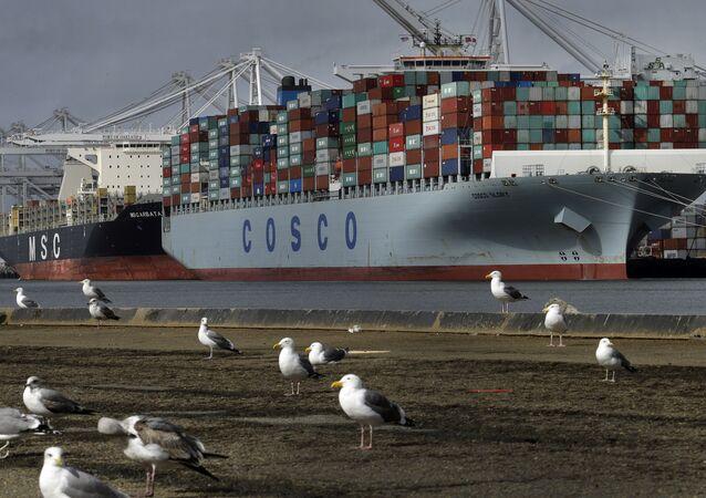 Nákladní loď Glory čínské společnosti Cosco. Ilustrační foto