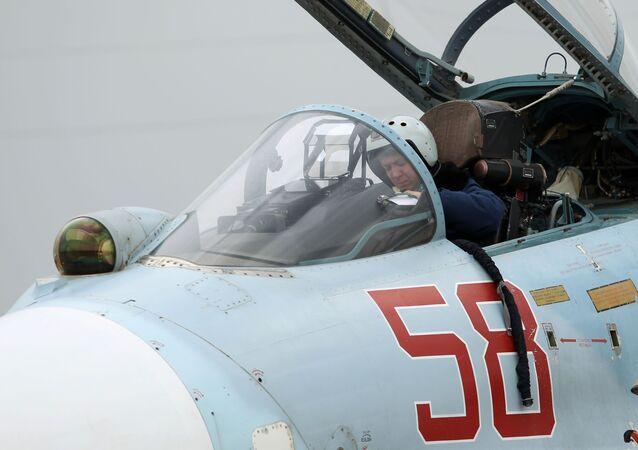 Pilot v stíhačce Su-27
