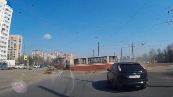 V Petrohradu se tramvaj s cestujícími rozpadla během cesty - Sputnik Česká republika