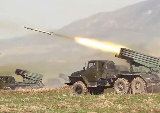 Cvičení jednotek na ruské vojenské základně v horách Tádžikistánu