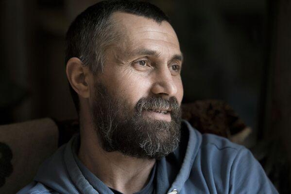V jeho rukou dřevo ožívá: Výtvory řezbáře Andreje Kasabieva z Jižní Osetie - Sputnik Česká republika