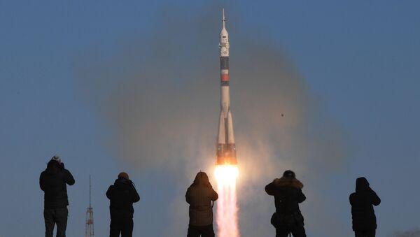 Start nosné rakety Sojuz-FG z kosmodromu Bajkonur - Sputnik Česká republika