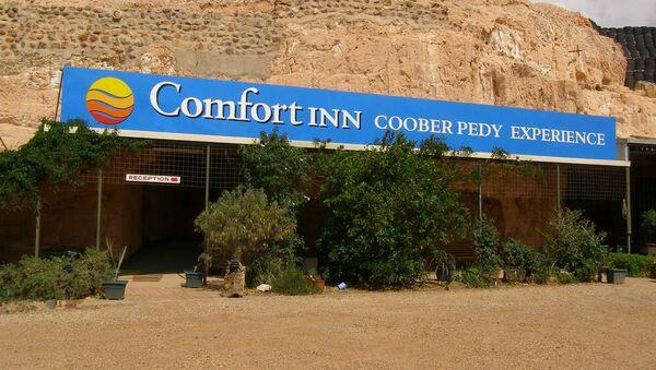 Vchod do podzemního motelu v australském městě Coober Pedy - Sputnik Česká republika