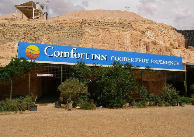 Vchod do podzemního motelu v australském městě Coober Pedy