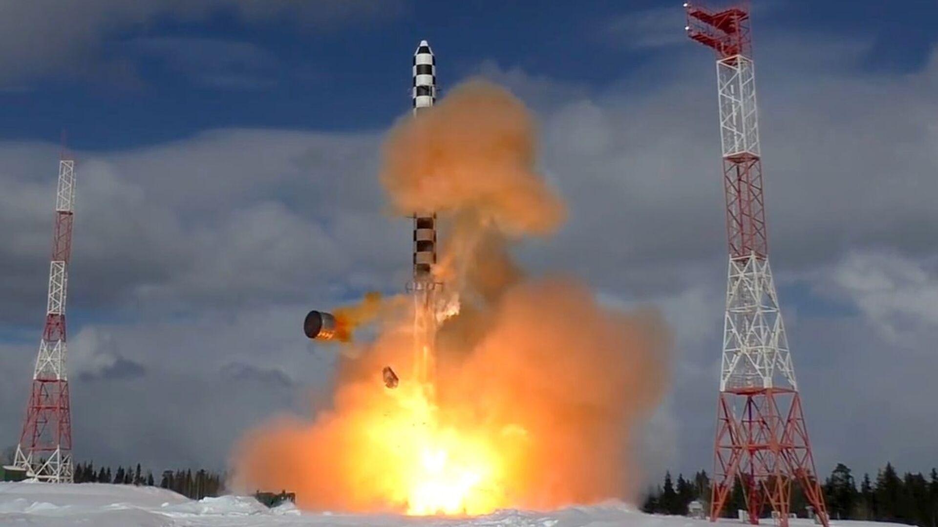 Start rakety Sarmat z kosmodromu Pleseck - Sputnik Česká republika, 1920, 06.08.2021