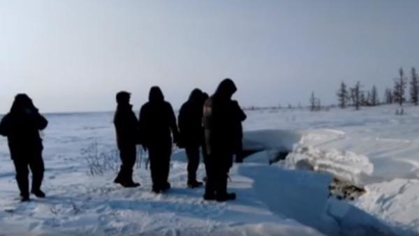 Na severu Ruska objevili záhadné jezero, jehož existence odporuje zdravému rozumu - Sputnik Česká republika