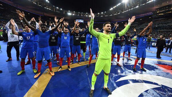 Hráči Francie slaví vítězství nad Běloruskem - Sputnik Česká republika