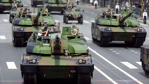 Francouzský tank AMX-56 Leclerc během přehlídky - Sputnik Česká republika