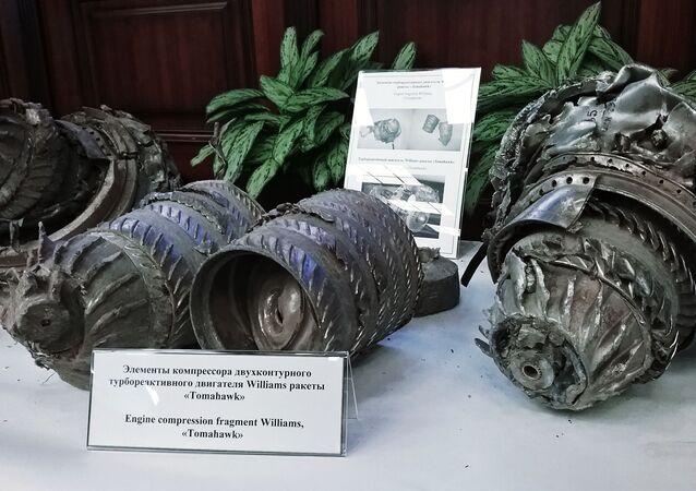 Fragmenty raket s plochou dráhou letu koalice sestřelené protivzdušnou obranou Sýrie