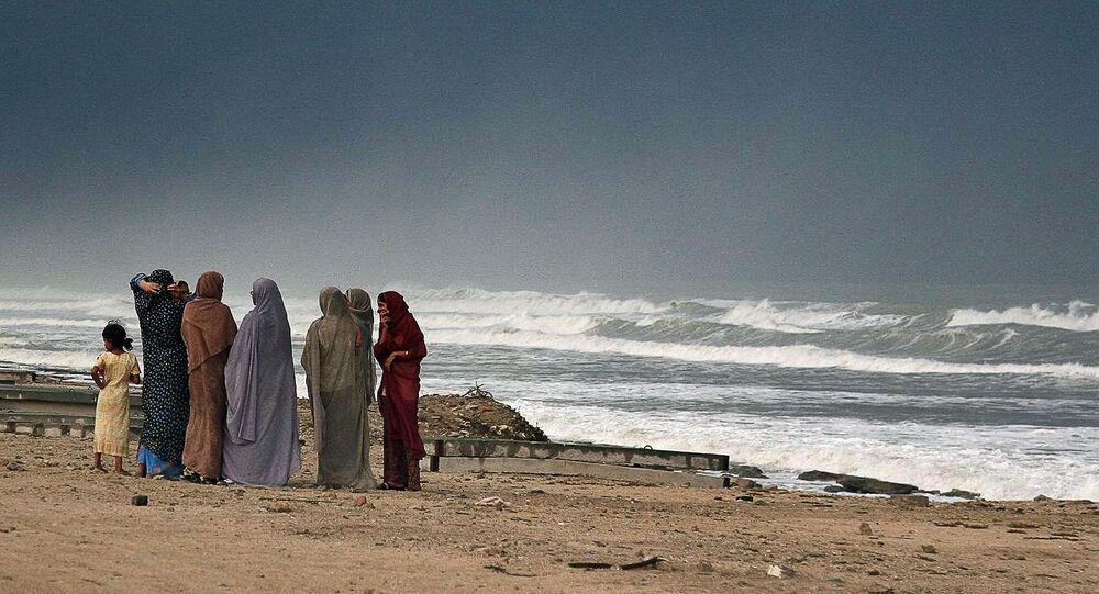 Íránky na břehu Ománského zálivu