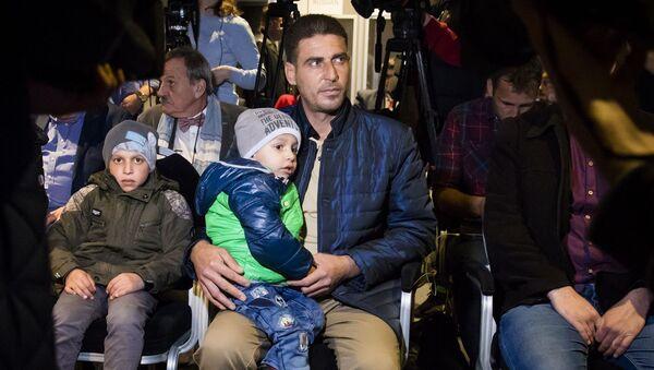 Syřané, kteří vystoupili na zasedání OPCW v Haagu - Sputnik Česká republika